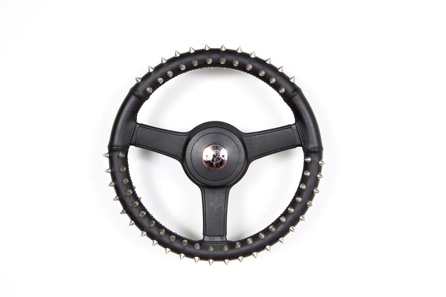 DIX HEURES DIX<BR />2004<BR />VOLANT AUTOMOBILE, CUIR, CLOUS, MIROIRS, STICKERS<BR />40 X 40 X 12 CM