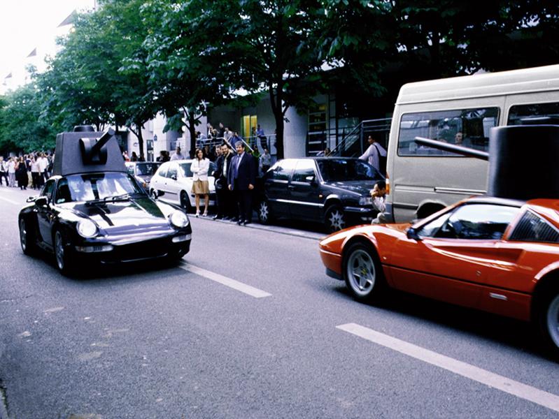 PROTOTYPE 001, PROTOTYPE 002, LA JOUTE (SÉQUENCE)<br />2001<br />SÉRIE DE 3 PHOTOGRAPHIES NUMÈRIQUES COULEUR<br />30 X 40 CM CHACUNE