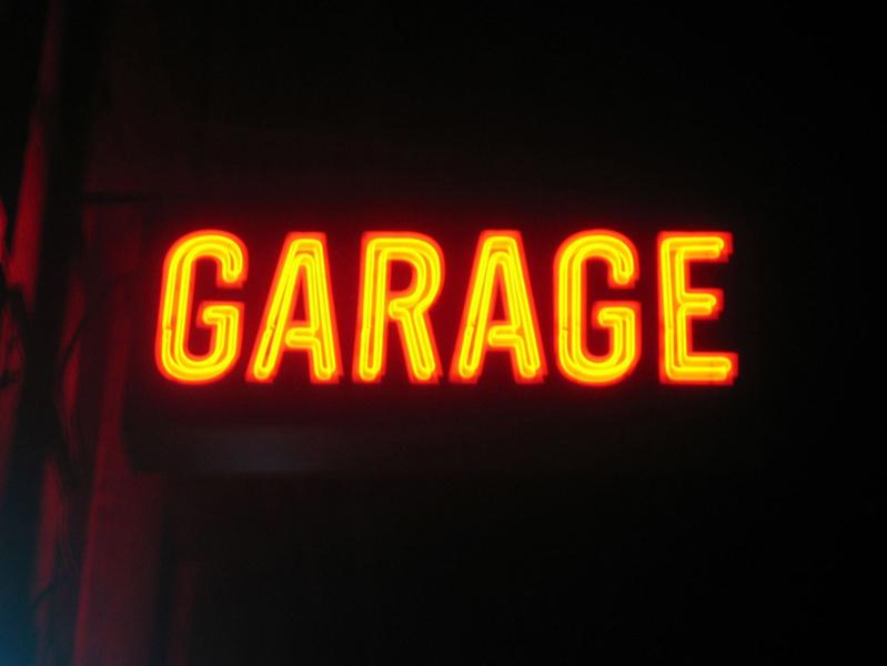 GARAGE<BR />2006<br />PHOTOGRAPHIE NUMÈRIQUE COULEUR<br />60 X 80 CM